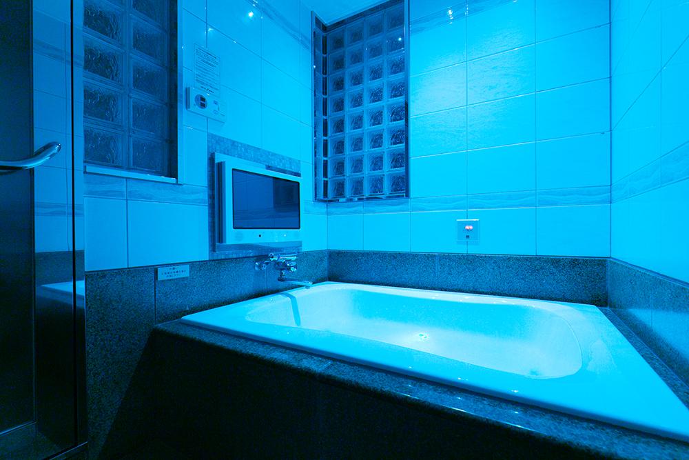 ラグジュアリーな浴室
