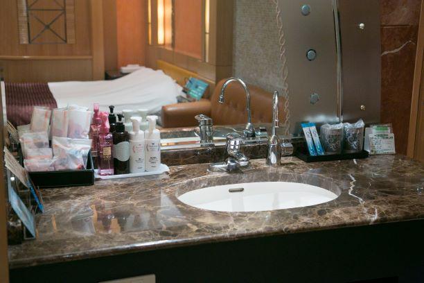 ホテルJ-MEXの洗面台とアメニティ