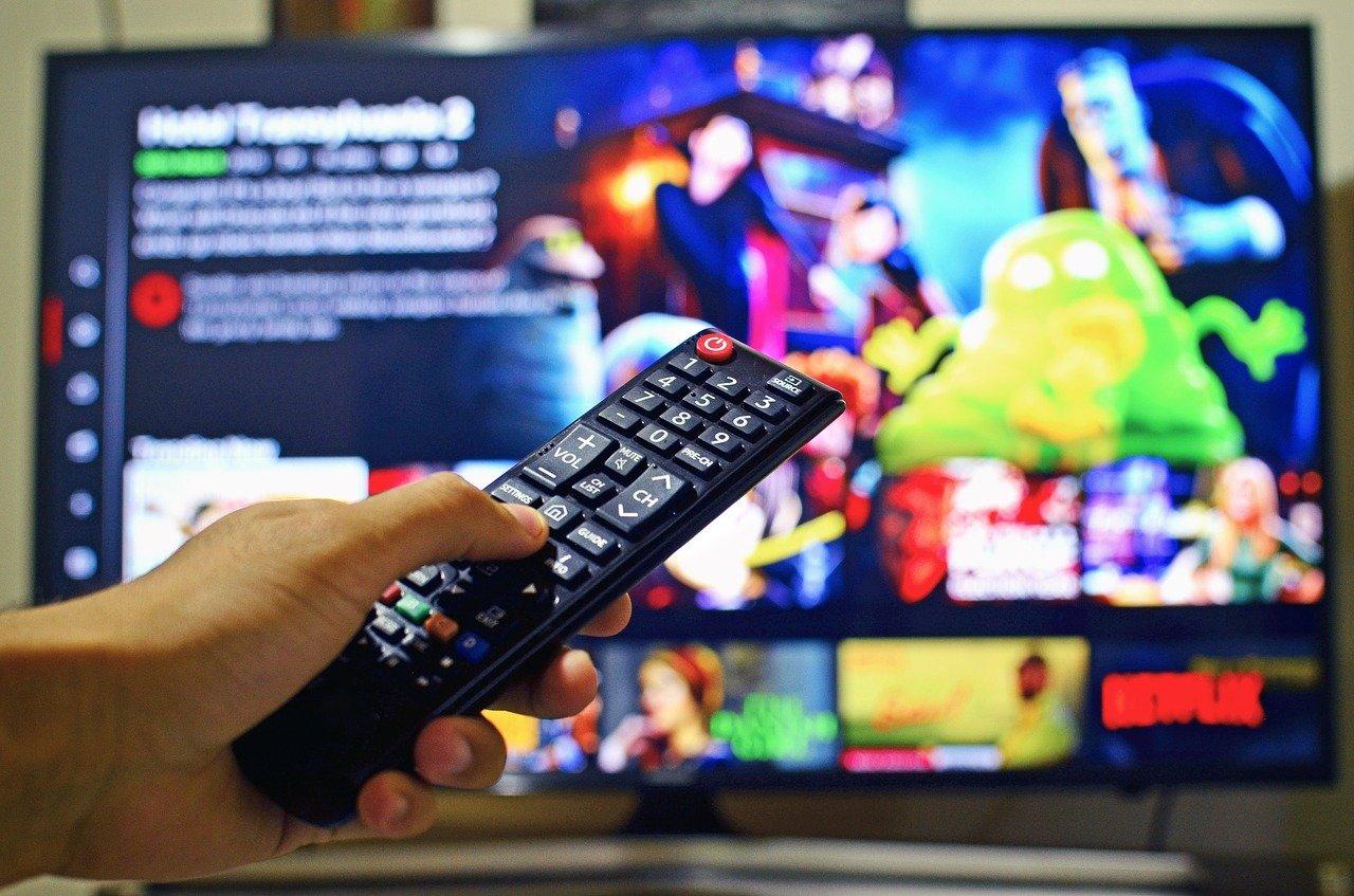 ネットフリックスが映るテレビ画面